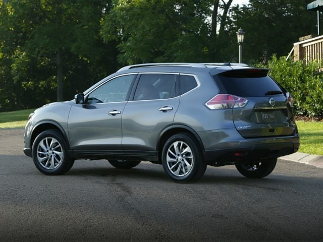 Front viewof the Nissan Rogue for sale in North Aurora, IL.