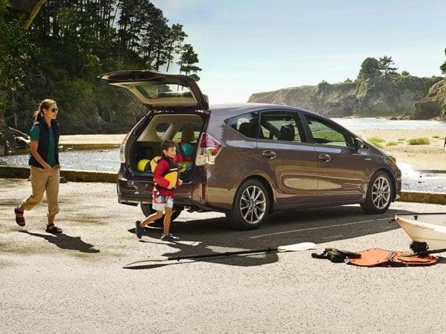 2017 Toyota Prius v Five Wagon