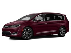 2017 Chrysler Pacifica Limited Van 2C4RC1GG8HR643415