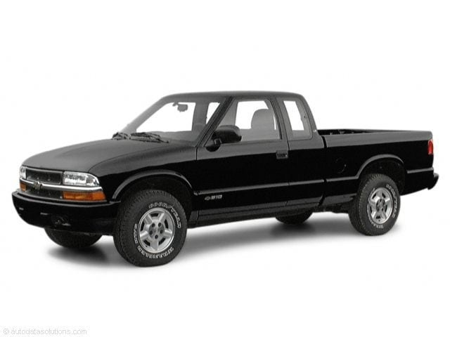 2001 Chevrolet S-10 Pickup LS Extended Cab Long Bed Truck