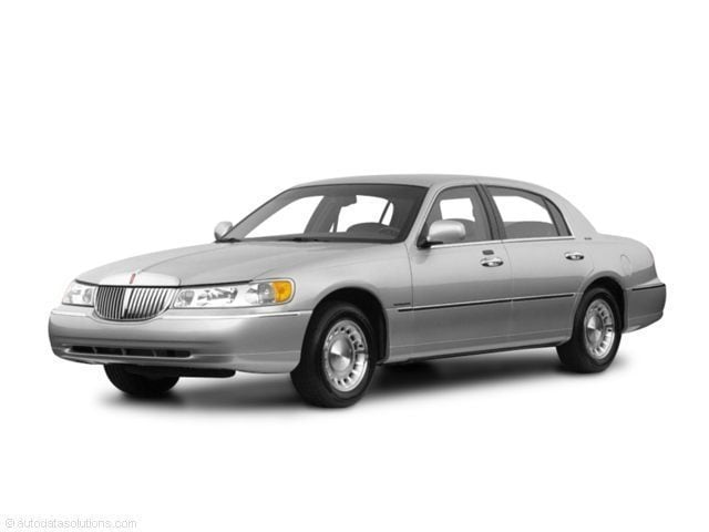 2001 Lincoln Town Car 4d Sedan Signature