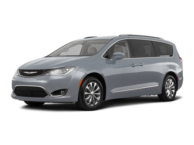New 2018 Chrysler Pacifica Touring L Van C21019 Woodhaven, MI