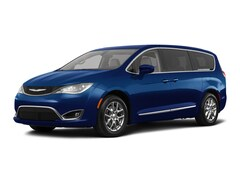 2018 Chrysler Pacifica Touring Plus Mini-van, Passenger