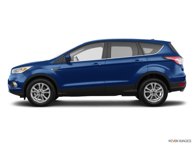 New 2017 Ford Escape SE SE FWD Fenton, MI