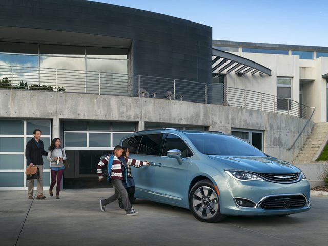 2020 Chrysler Pacifica Hybrid Van