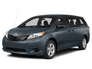 2014 Toyota Sienna XLE - Leather - heated seats - sunroof - captain s Van