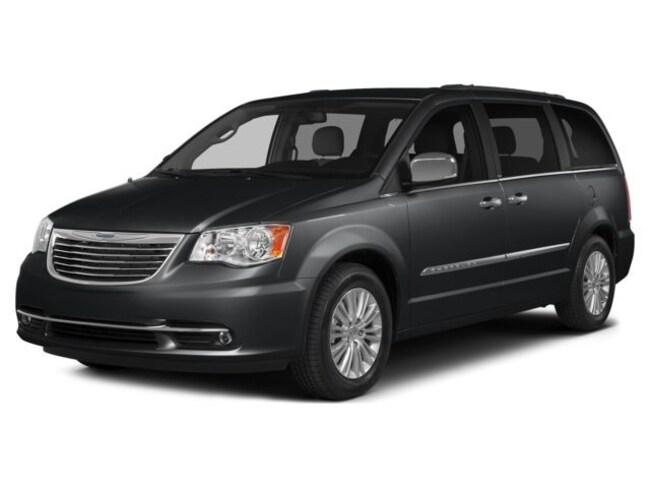 2016 Chrysler Town & Country Touring Van V-6 cyl