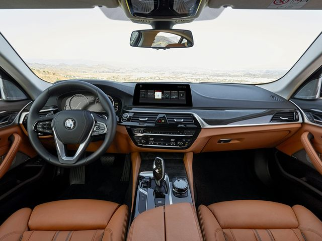 2020 BMW 5 Series Front Seat