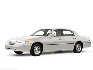 2000 Lincoln Town Car 4dr Sdn Executive Car