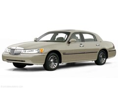 2000 Lincoln Town Car Signature Signature  Sedan