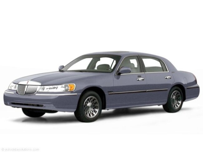 Used 2000 Lincoln Town Car Signature Sedan in Louisville, KY