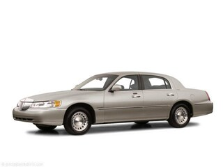 2001 Lincoln Town Car Signature Sedan