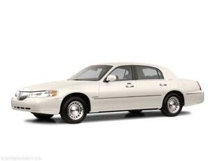 2002 Lincoln Town Car Signature 4dr Car