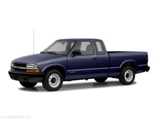 2003 Chevrolet S-10 Pickup LS Extended Cab Long Bed Truck