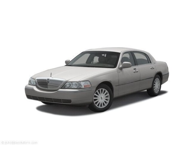 2003 Lincoln Town Car Executive Sedan