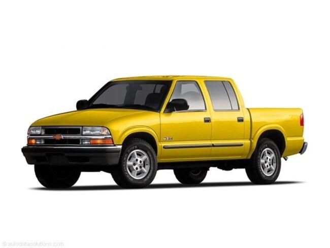 2004 Chevrolet S-10 Pickup LS Crew Cab Short Bed Truck