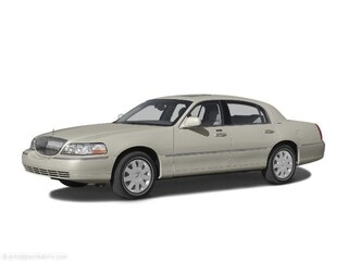 Used 2004 Lincoln Town Car Signature Sedan for Sale in Gainesville GA