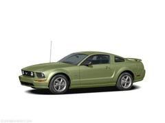 2005 Ford Mustang 2dr Car
