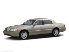 Used 2005 Lincoln Town Car Signature Car