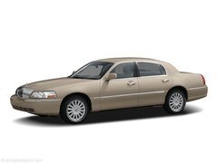Used 2005 Lincoln Town Car Signature Limited with Moon Roof and Heated Leathe Sedan