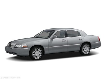 2006 Lincoln Town Car Signature Sedan