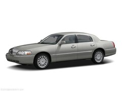 Used 2006 Lincoln Town Car Signature Limited with Moon Roof and Heated Leathe Sedan