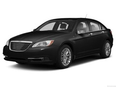 Used Vehicls for sale 2013 Chrysler 200 Limited Sedan 1C3CCBCG8DN586713 in South St Paul, MN