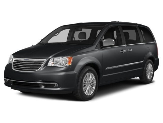 2016 Chrysler Town & Country Touring-L Van LWB Passenger Van for sale in Medina, OH at Brunswick Mazda