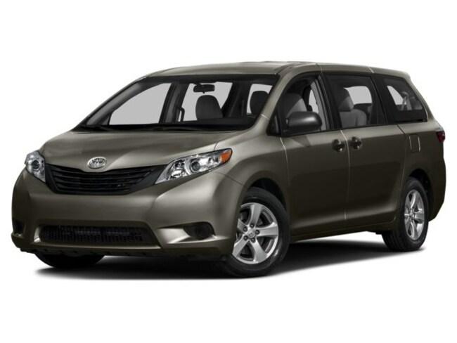 2016 Toyota Sienna XLE Premium 8 Passenger Minivan/Van