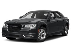2017 Chrysler 300 Limited AWD Car