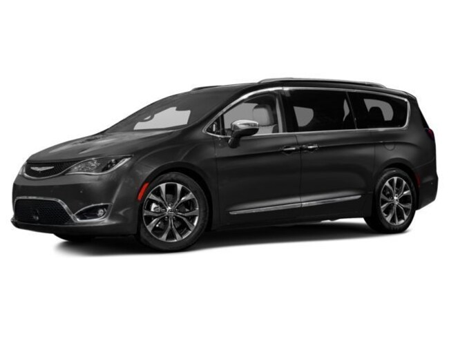 Used 2017 Chrysler Pacifica Touring L Minivan/Van for sale in Bowling Green, OH