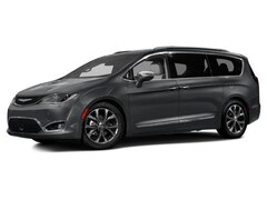 2017 Chrysler Pacifica Limited FWD Van