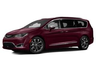 2017 Chrysler Pacifica Limited Mini-Van