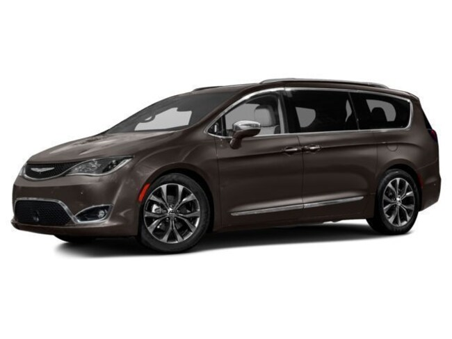 Used 2017 Chrysler Pacifica Limited Passenger Van in Great Bend