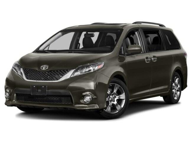 New 2017 Toyota Sienna SE Premium 8 Passenger Van Passenger Van for sale in the Brunswick, OH