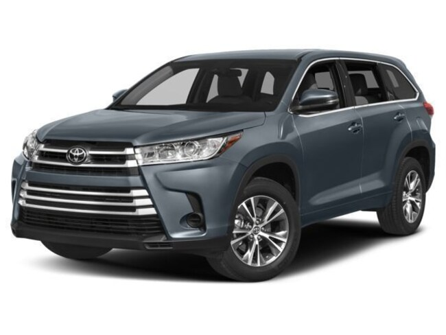 New 2018 Toyota Highlander LE V6 SUV for sale in Greenfield