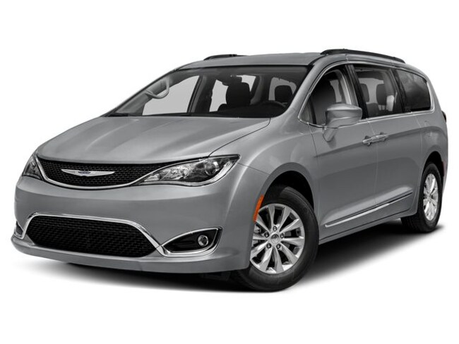 New 2019 Chrysler Pacifica TOURING PLUS Passenger Van in Great Bend