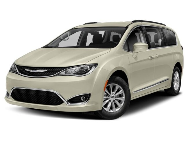new 2019 Chrysler Pacifica TOURING L Passenger Van in Hayward WI