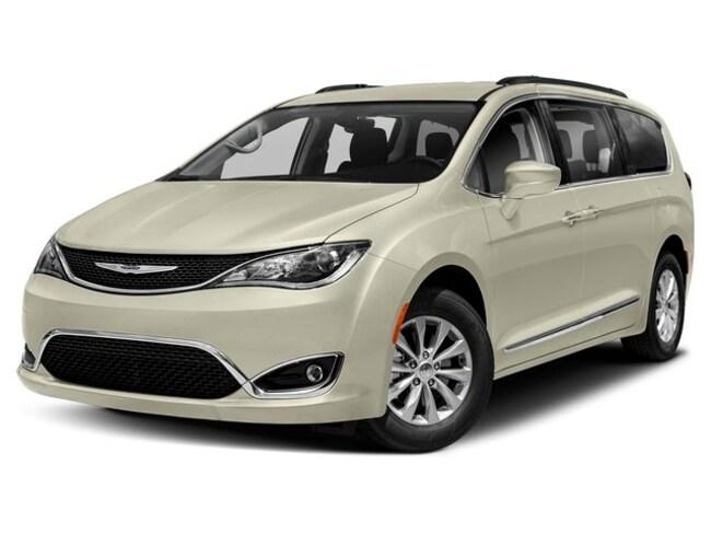 New 2019 Chrysler Pacifica TOURING L Passenger Van Near Buffalo