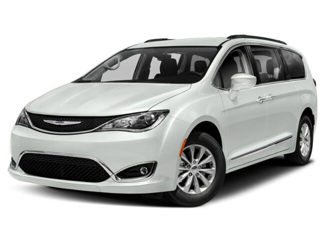 New 2019 Chrysler Pacifica TOURING L Passenger Van Near Toledo Ohio