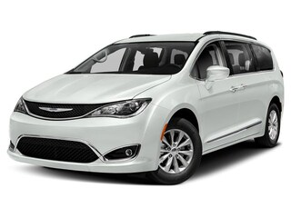 New 2019 Chrysler Pacifica LIMITED Passenger Van in Brunswick, OH