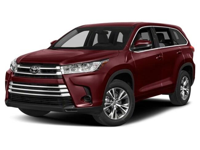 New 2019 Toyota Highlander LE V6 SUV in Laredo, TX