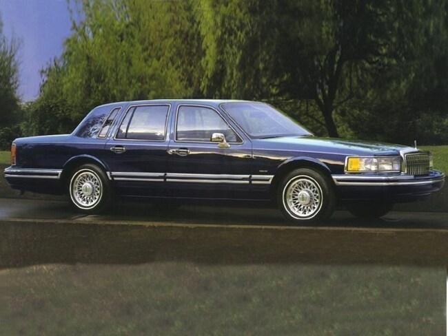 1994 Lincoln Town Car Signature Sedan