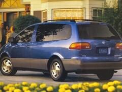 1998 Toyota Sienna LE Passenger Van