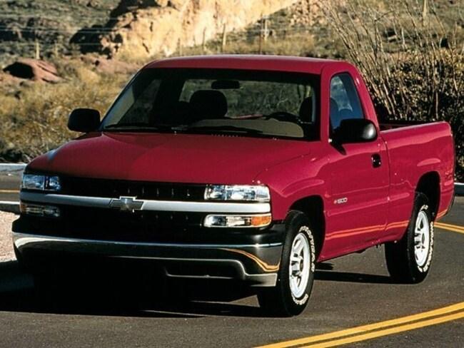 1999 Chevrolet Silverado 1500 REG CAB 4WD 133 Truck Standard Cab
