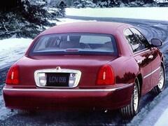 1999 Lincoln Town Car 4dr Sdn Signature Car