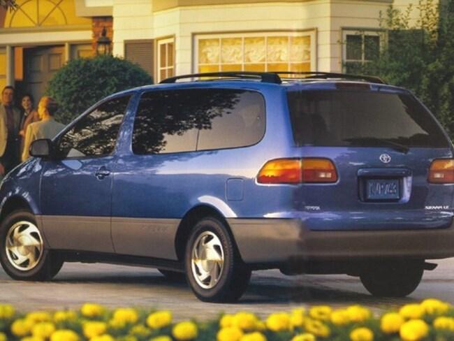 1999 Toyota Sienna LE LE