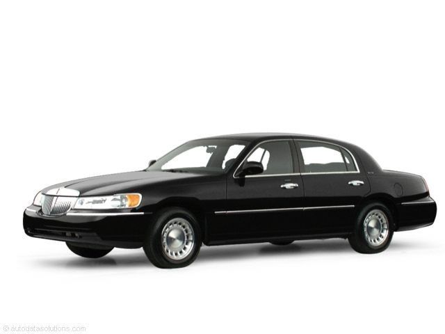 2000 Lincoln Town Car Executive Sedan