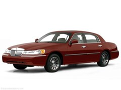 2000 Lincoln Town Car Signature Sedan