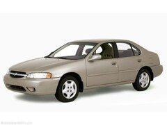 2000 Nissan Altima XE Sedan